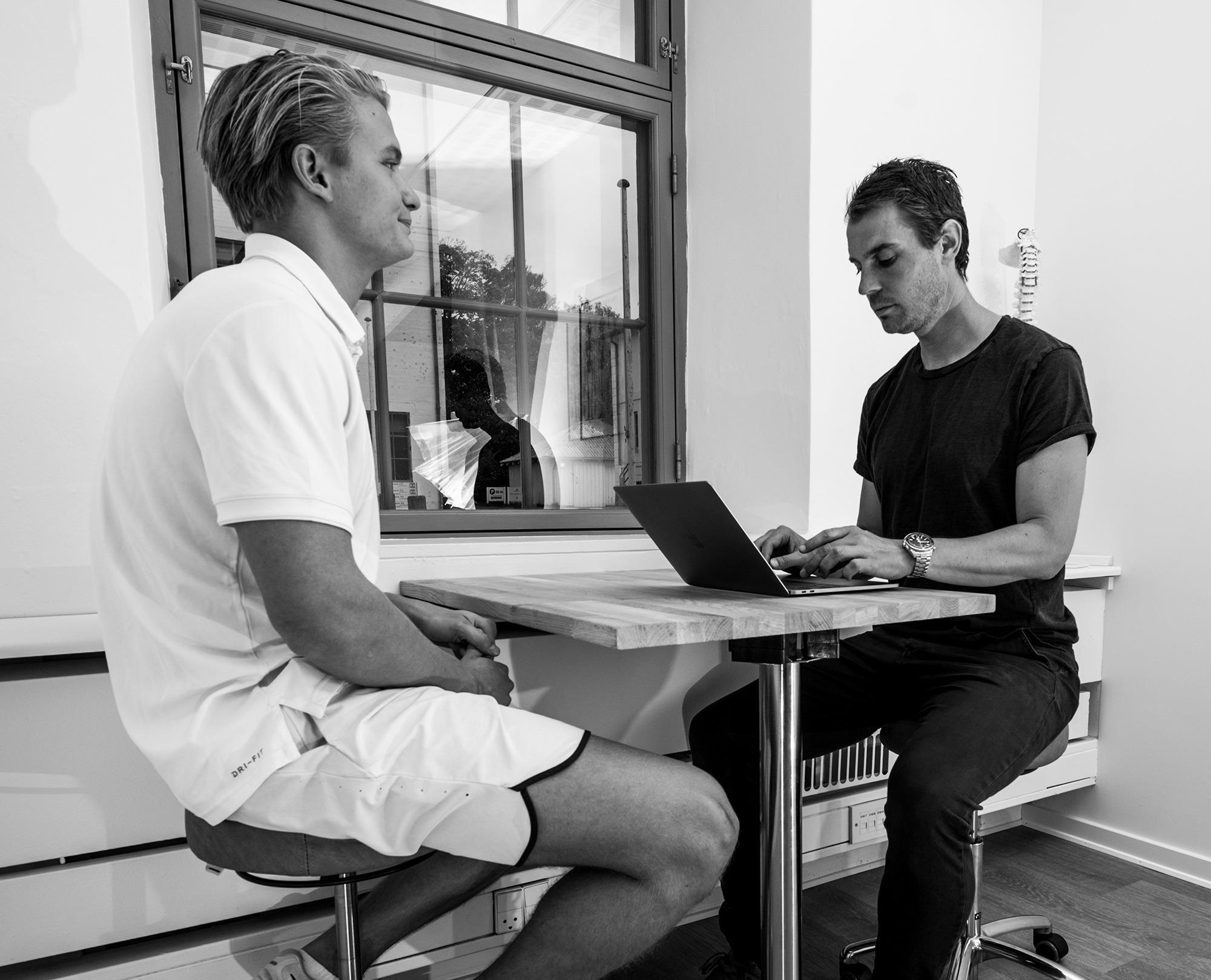 Snak om skinnebensbetændelse med fysioterapeut hos Sportsfysioterapien